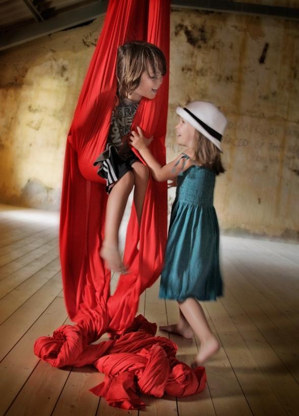 grif-oona-red-swing-048