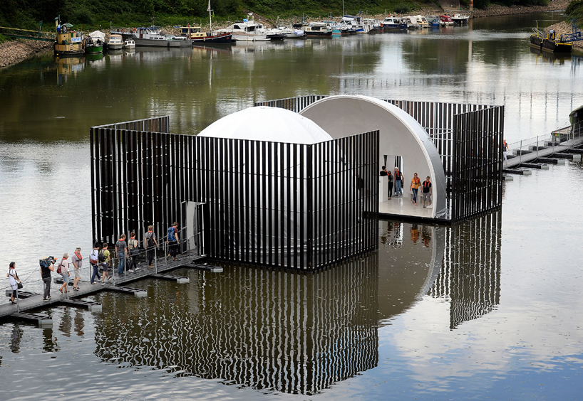 nomanslanding-bridge-installation-ruhrtriennale-designboom-04
